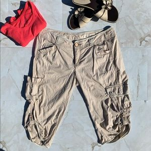 🦎 DKNY Tan Cargo Capri Pants Women Size 8